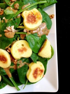 Salade épinards quenelles sautées