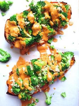Patate douce au four brocolis quinoa sauce crémeuse vegan végétalien
