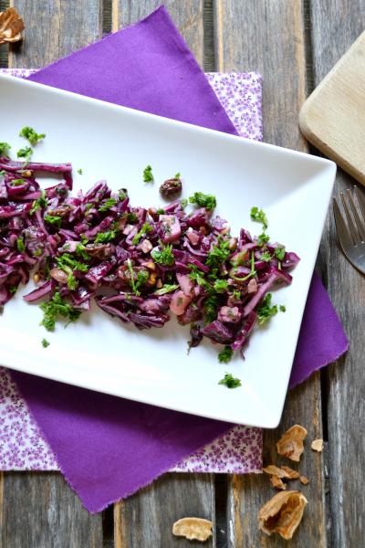 Salade de chou rouge châtaigne pomme raisin noix vegan sans gluten