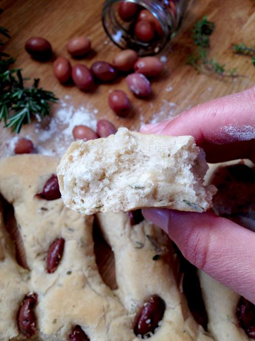 Fougasse aux olives thym et romarin