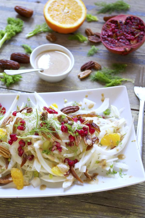 Salade d'hiver fenouil dattes pécan orange grenade sauce tahin orange sirop d'érable vegan