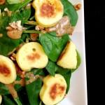 Salade de pousses d'épinards et quenelles sautées
