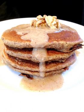 Pancakes vegans aux graines de lin et crème pomme-noisette