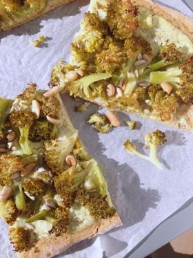 Recycler les tiges de brocolis pizza aux brocolis