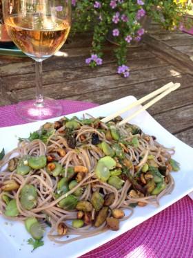 Salade soba fèves asperges vegan végétalien
